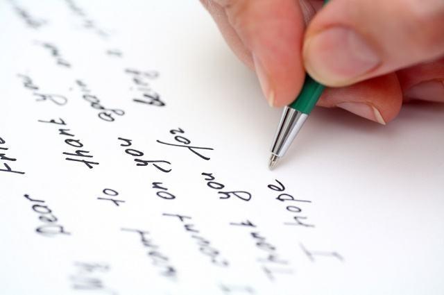 Imagem de mão escrevendo