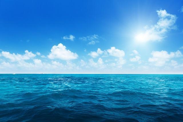 Entenda porque a água do mar é azul