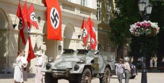 Entenda o que representa a suástica do Nazismo