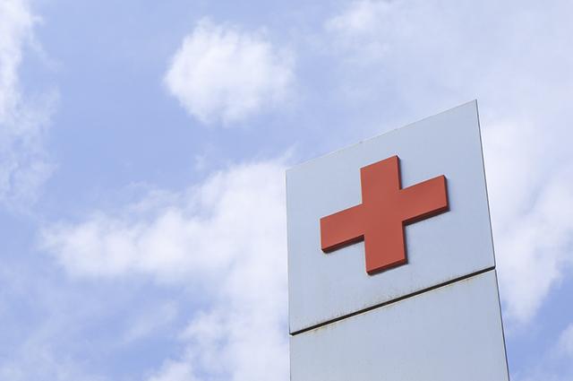 O símbolo do grupo é uma cruz de cor vermelha, que remete aos primeiros socorros