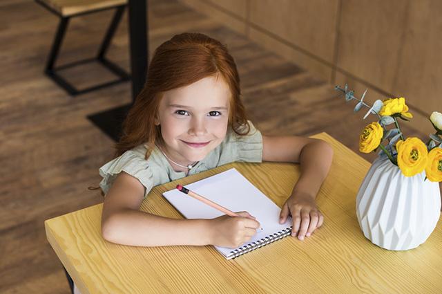Fazendo um caderno personalizado para a escola, ele se tornará inconfundível e fácil de achar
