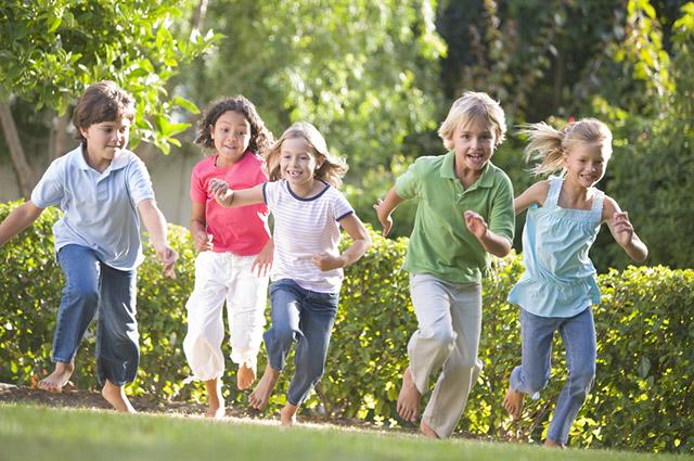 Alguns  jogos e brincadeiras dos papais e mamães são educativos para os filhos