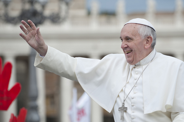 A eleição para escolha do novo papa é secreta, cada cardeal coloca em uma cédula o nome em quem deseja votar