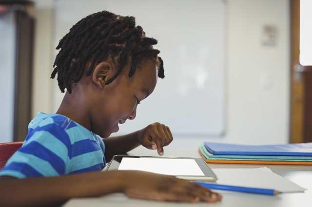 Tablets, celulares e games devem ser usados como apoio para crescer nos estudos