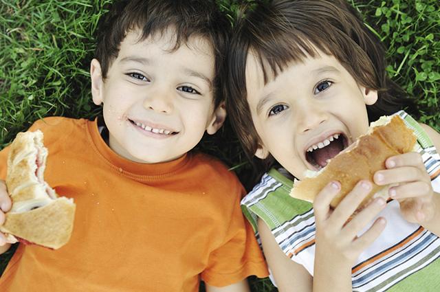 Optar por alimentos bons para a inteligência contribui com o aprendizado das crianças