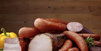 Quais os perigos das carnes processadas como bacon e salsicha para a saúde