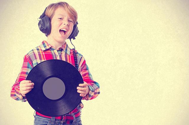 Para ser um cantor de sucesso é preciso estudar estilos e escolher com o qual se identifica