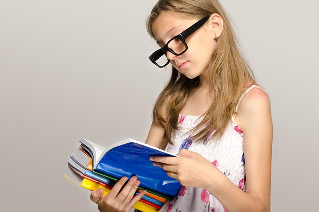 A revisão de texto se baseia em verificar a gramática e a ortografia de uma redação