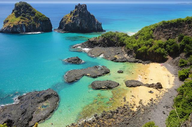 A ilha de Fernando de Noronha é formada por rochas vulcânicas e subvulcânicas